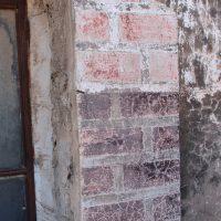 Pilastra con policromía conservada